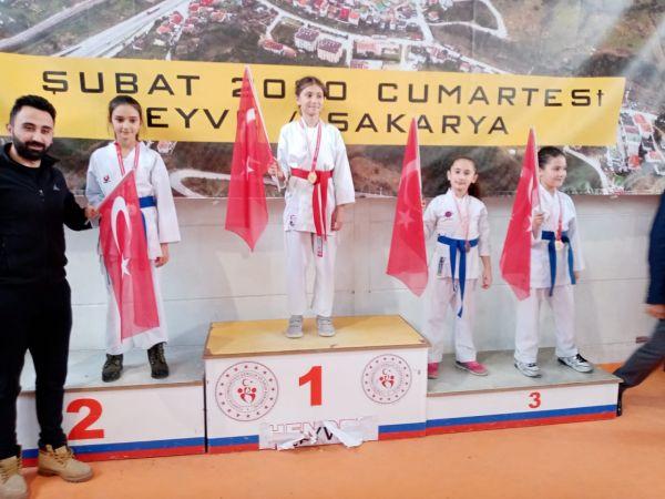 Küçük Karatecilerin büyük başarısı