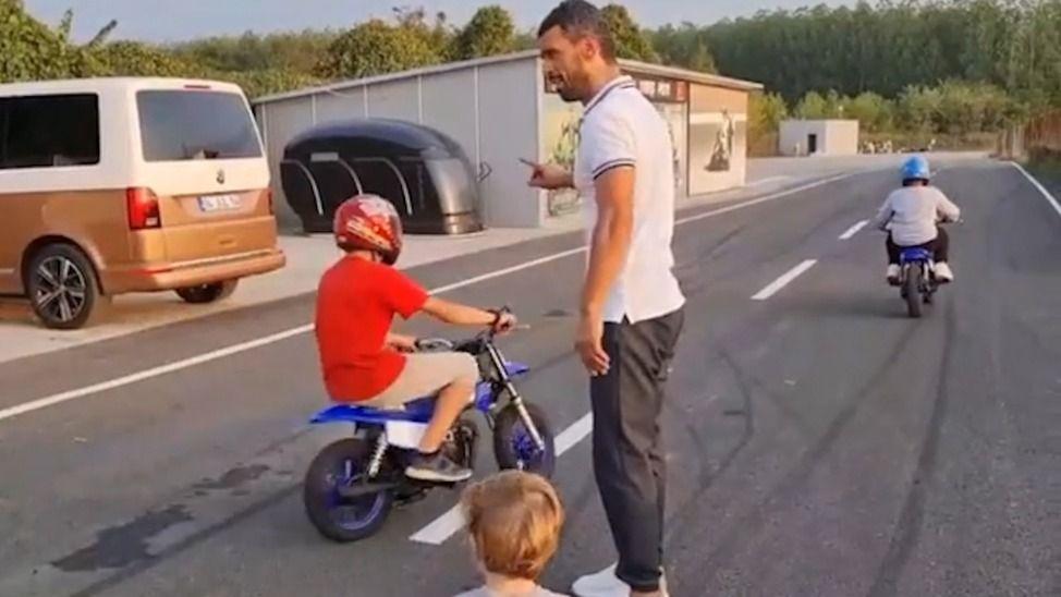 Sofuoğlu çocuklara motor sürdürdü