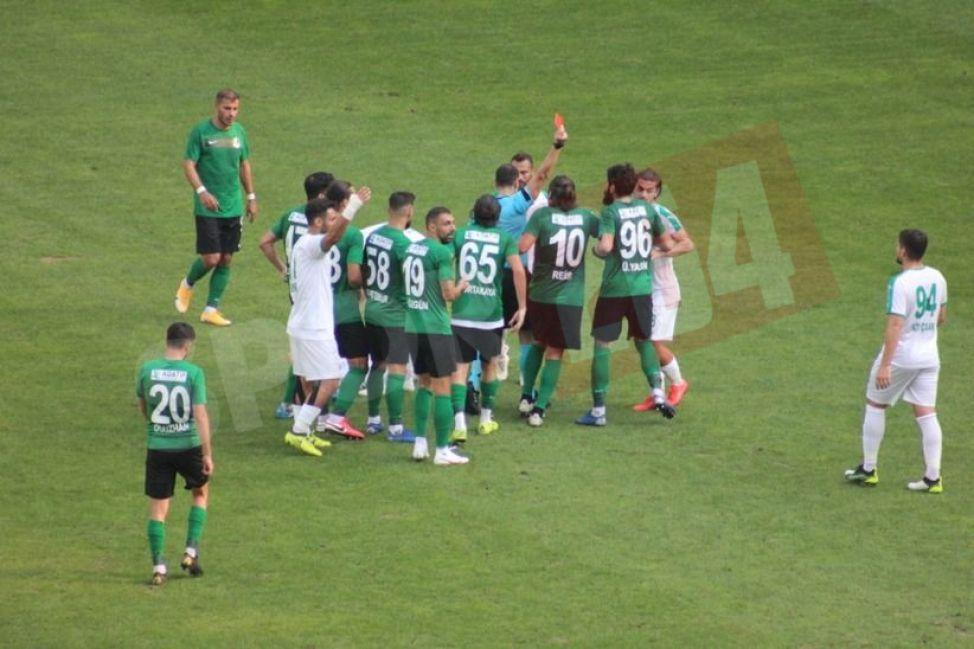 Sakaryaspor sahasında yine puan kaybetti! 2-2