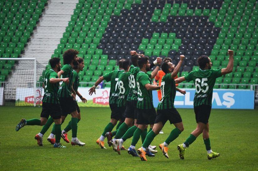 Sakaryaspor'da korona şoku! Toplam 10 futbolcu pozitif...