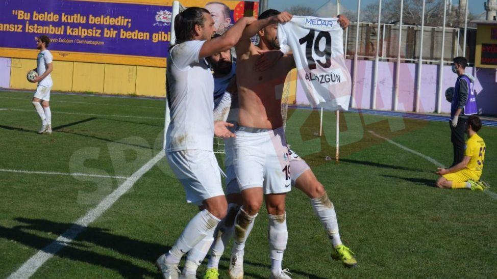 Ali Özgün'den büyük hata! Önce golü attı sonra oyundan atıldı!
