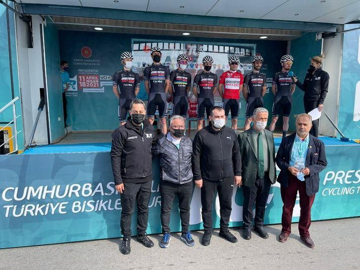 Büyükşehir Belediyesinin bisiklet takımı Türkiye'yi temsil ediyor!