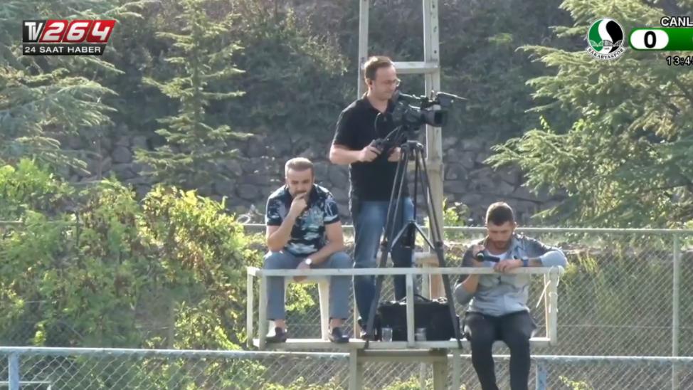 Sakaryaspor Başkanı Cumhur Genç, maçı izlemek için kuleye çıktı!