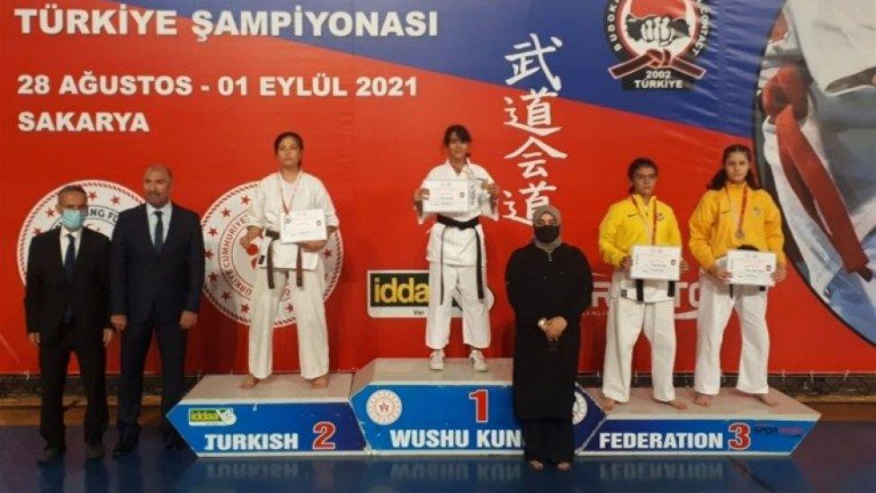 Serdivan Spor Salonu Wushu Türkiye Şampiyonası'na ev sahipliği yaptı