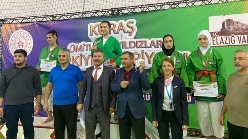 Akyazılı Zeynep Türkiye ikincisi oldu