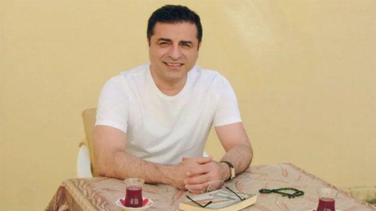 Başak Demirtaş: Selahattin Gülümsüyor Diye Nüfus Müdürlüğü Kimlik Kartı Vermeyi Reddetmiş