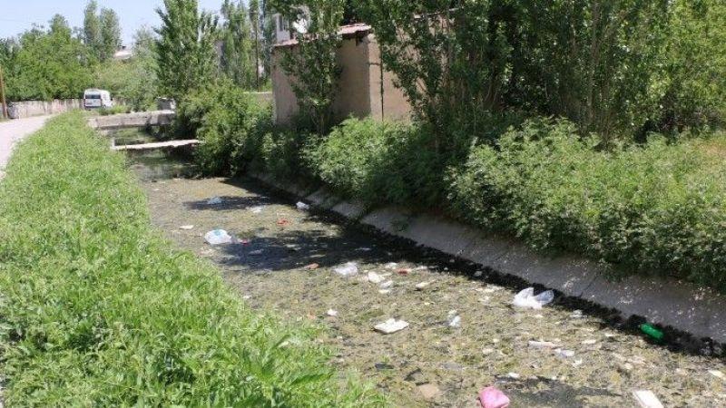 Van'da Dünya Harikası 3 Bin Yıllık Kanal Çöplüğe Döndü