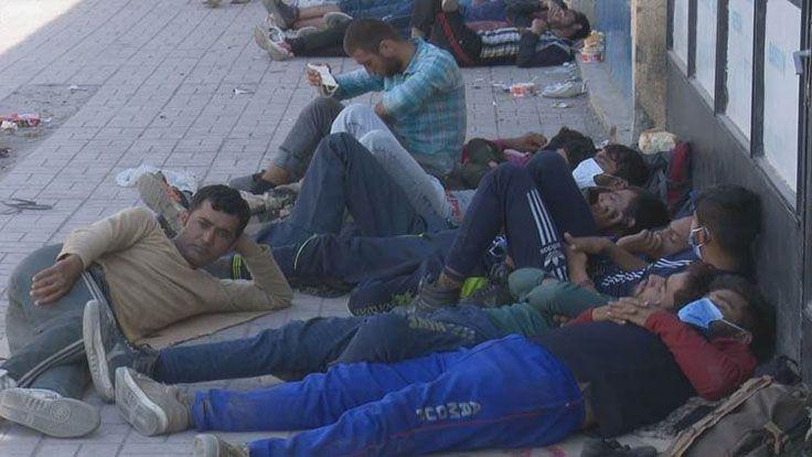 Tatvan Otogarında Mültecilerin Dramı; Kimisi 30 Gündür Yıkanamamış