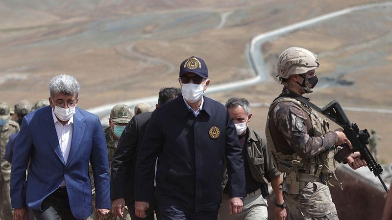 Milli Savunma Bakanı Hulusi Akar, İran Hududunu Denetlemek için Çaldıran'da