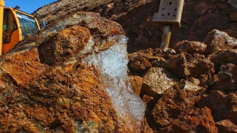 Çaldıran'da Binlerce Yıllık Yer Altı Buzuluna Rastlandı
