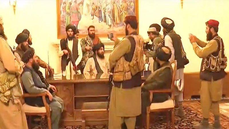 Taliban Cumhurbaşkanlığı Sarayı'na girdi