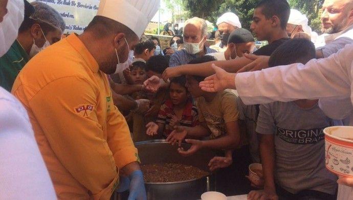 Vakaların pik yaptığı Urfa'da aşure izdihamı