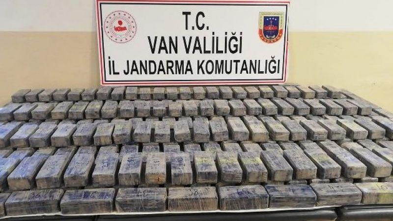 Van'da 'Resmi Araç' Görünümü Verilen Panelvanda 149 Kilo Eroin Ele Geçirildi
