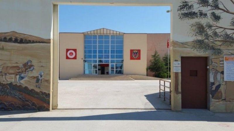 Kadın Tutuklulara Halay Cezası