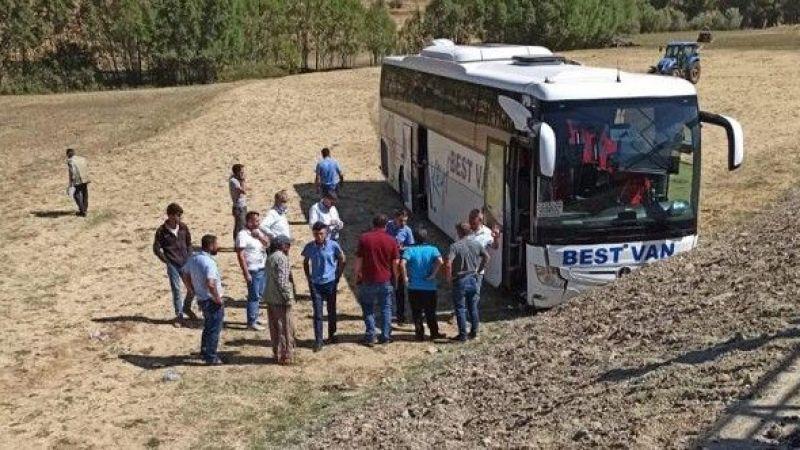 Tatvan'da Yolcu Otobüsü Şarampole Uçtu