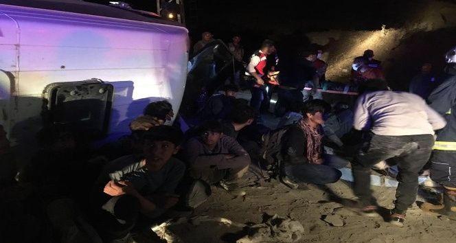 Van'da gece yarısı feci kaza! 3'ü ağır, 9 yaralı