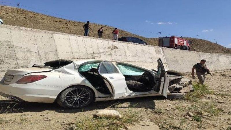 Van'da Trafik Kazası: 2 Ölü, 1 Yaralı