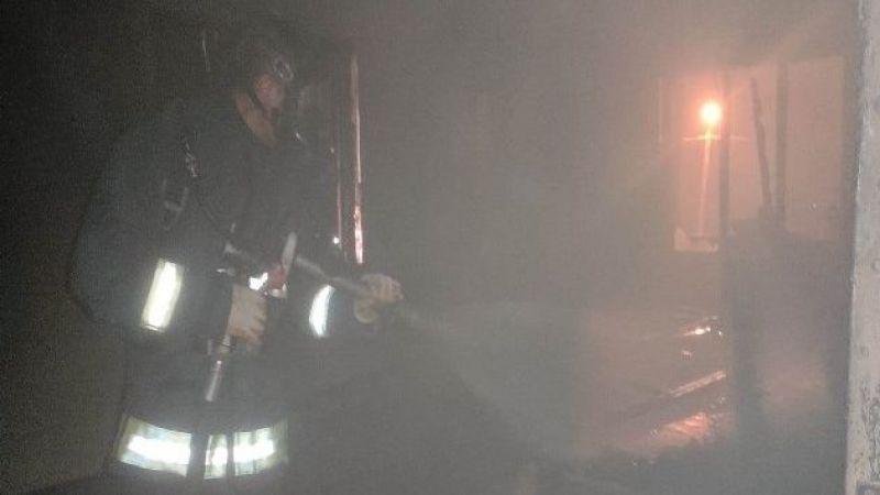 Van'da Korkutan Yangın! Anne ve 7 Çocuğu Mahsur Kaldı