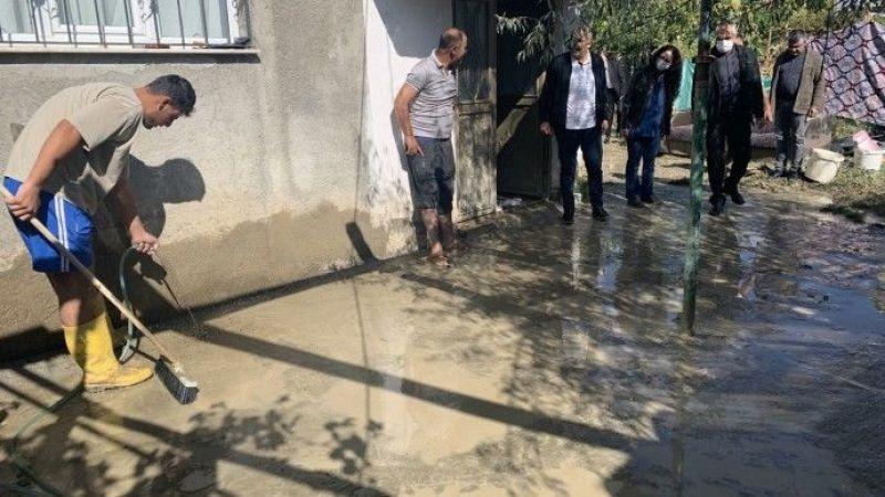Van'da Sağanak Yağış Sonrası Ev ve İş Yerlerini Su Bastı