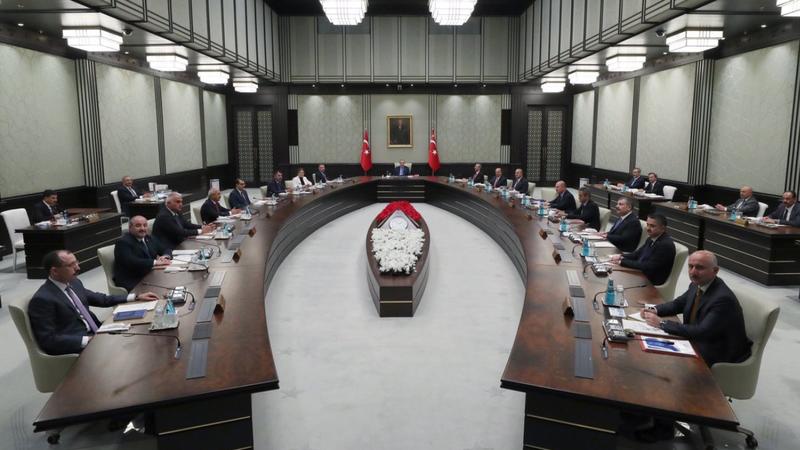 Kabine, Bugün Toplanıyor: Masada Neler Var