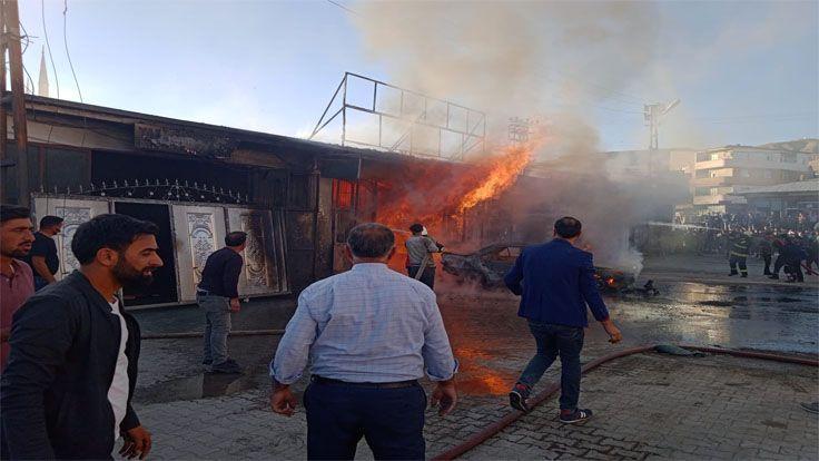 Özalp'ta Korkutan Yangın