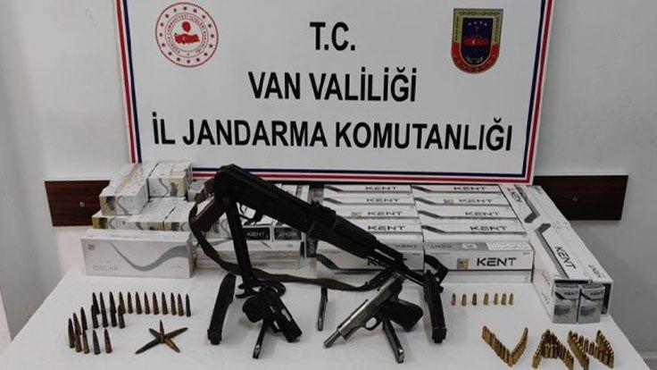 Muradiye'de Ruhsatsız Silah Ve Kaçak Sigara Ele Geçirildi