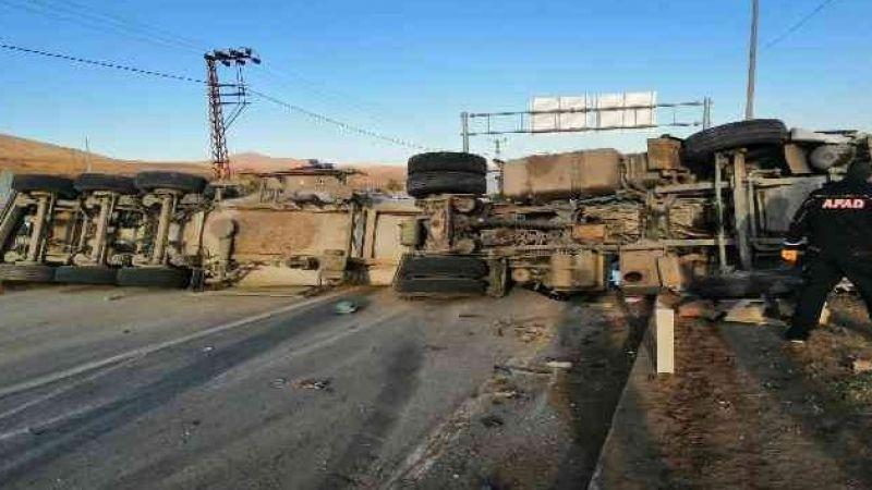 Bitlis'te Feci Kaza: Beton Mikseriyle Minibüs Çarpıştı 2 Ölü, 4 Yaralı