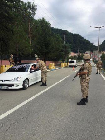 Doğankent İlçe Jandarma Komutanlığı Bayramda köylerdeki çocukları unutmadı
