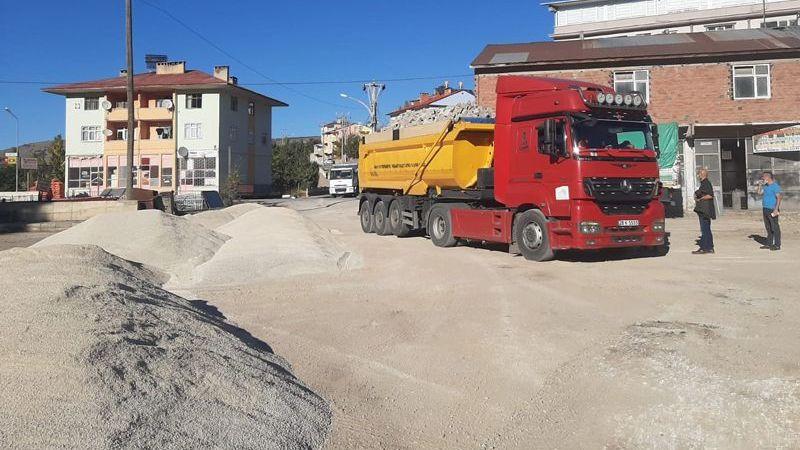 Alucra Belediyesi, Sanayi Esnafını Toz ve Çamurdan Kurtarıyor