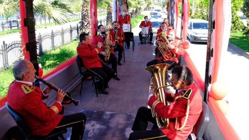 Belediye Bandosundan Tır Üzerinde Konser