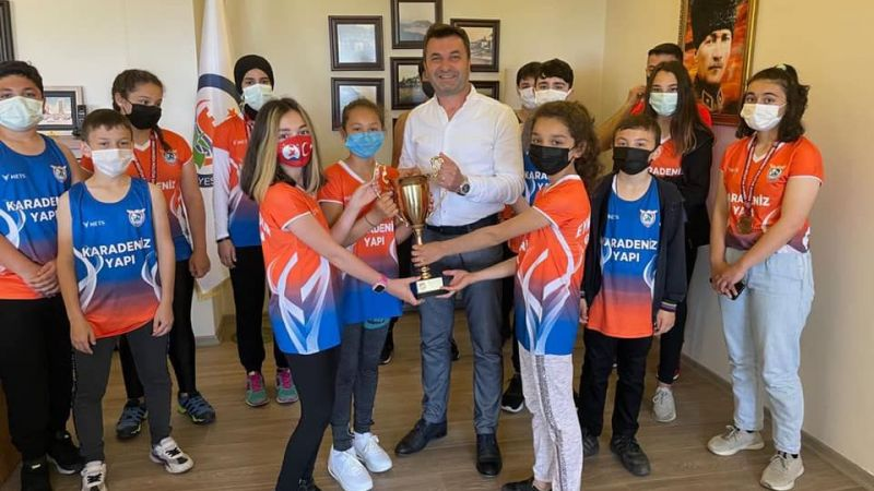 Başkan Karadeniz, şampiyon sporcuları ağırladı