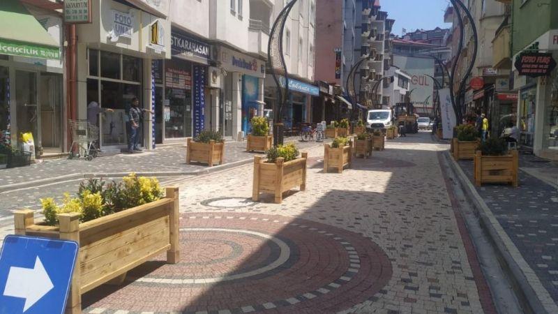 Bulancak'ta caddelerdeki otoparka saksılı çözüm!