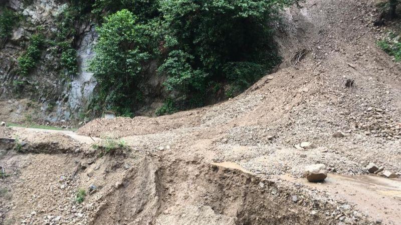 Sel Nedeniyle Kapanan Yollar Ulaşıma Açılıyor