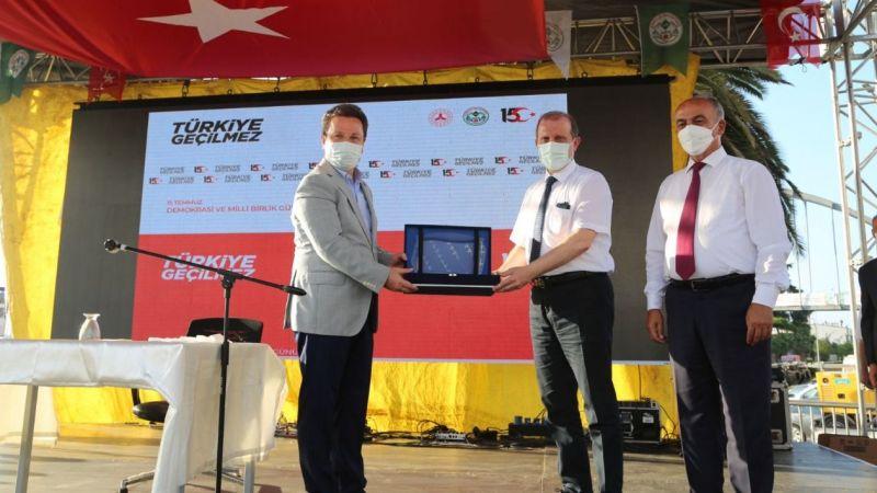 """Vali Ünlü, """"15 Temmuz Türkiye Geçilmez"""" konulu konferansa katıldı"""
