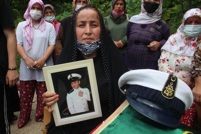 Çalıştığı yük gemisinde geçirdiği kaza sonucu ölen 3. kaptan memleketinde son yolculuğuna uğurlandı