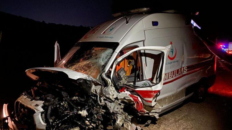Alucra'da ambulans ile ticari taksi çarpıştı: 1 ölü