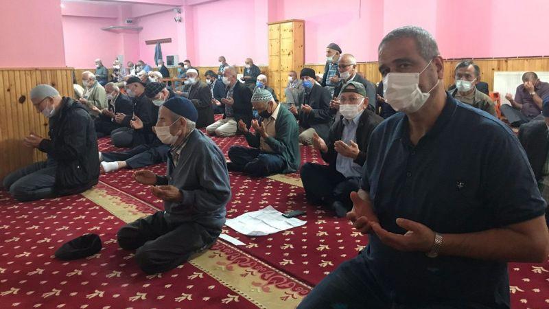 """Yağlıdere'de üreticiler fındıklarını kurutabilmek için """"güneş duası"""" yaptı"""