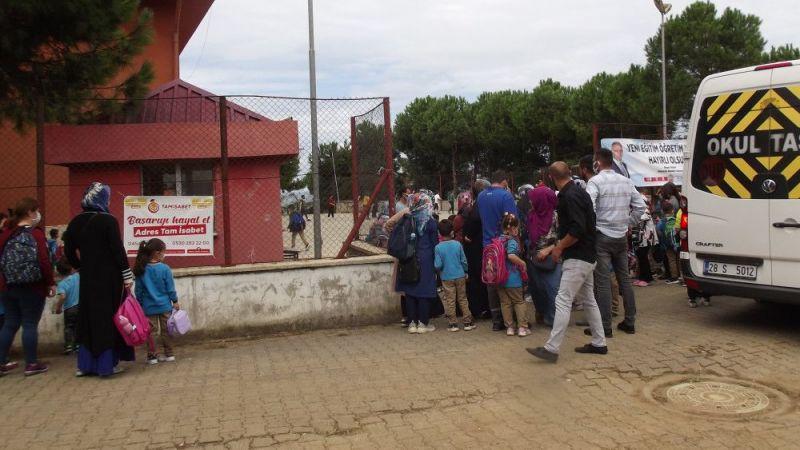 Bulancak'ta öğrenci velileri çocuklarının başka okula nakledilmesine tepki gösterdi