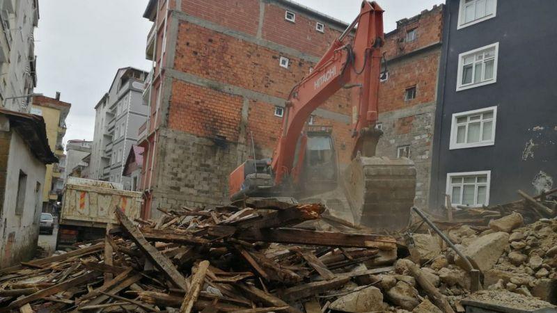 Espiye'de Yağış Metruk Binayı Çökertti