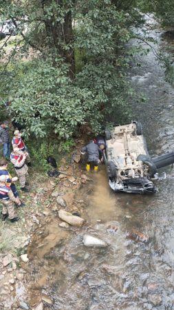 Otomobil dereye yuvarlandı: 2 ölü