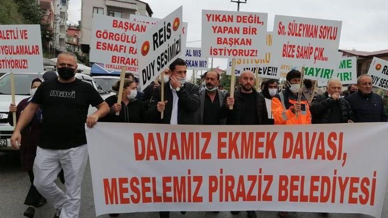 PİRAZİZ'DE İŞ YERLERİ KAPATILAN ESNAF BELEDİYE BAŞKANINI PROTESTO ETTİ
