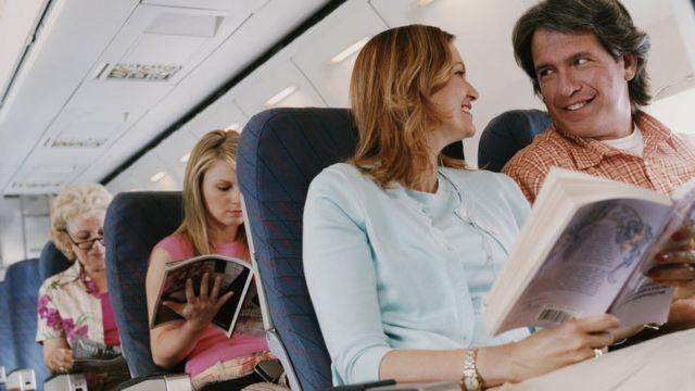 Uçak yolcuları seyahat izin belgesiz yolculuk edebilecek mi?