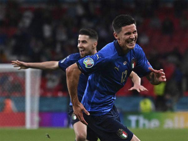 EURO2020: İtalya uzatmalarda attığı gollerle çeyrek finale çıkabildi..