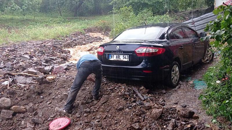 Aşırı yağış, Düzce'de derelerin taşmasına ve su baskınlarına neden oldu!