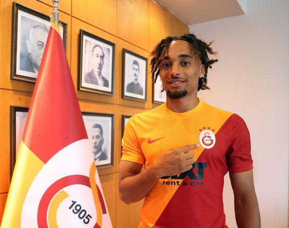 Galatasaray'ın sağ beki Sacha Boey açıklama yaptı!