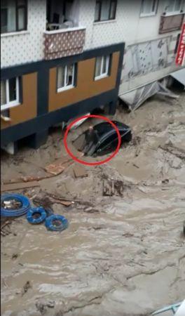 Kastamonu da sele yakalandı, sel suları arabaları sürükledi!