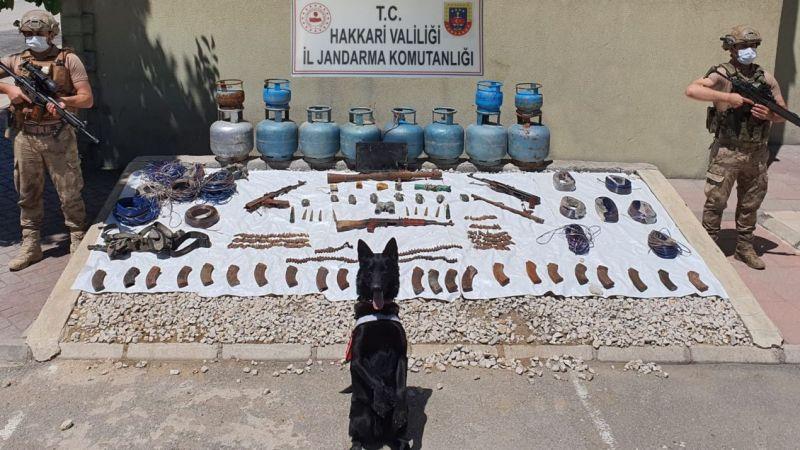 Hakkari'de çok sayıda terörist ekipmanı ve silahı ele geçirildi!