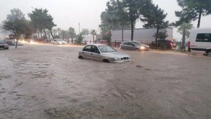 Karadeniz'de yağış tekrar başladı, dereler yükseliyor