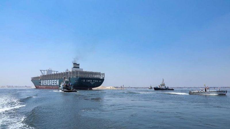 Bu kez Süveyş Kanalı'nı yıkamadan geçti!