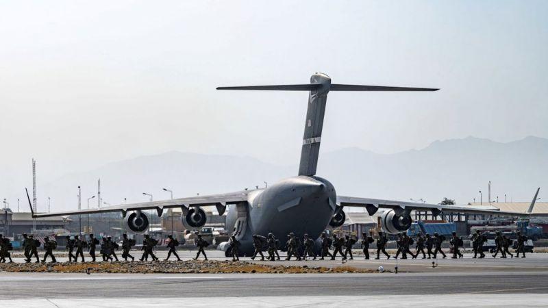 Amerika, Afganistandan kaçanları taşımak için sivil uçak kiraladı!
